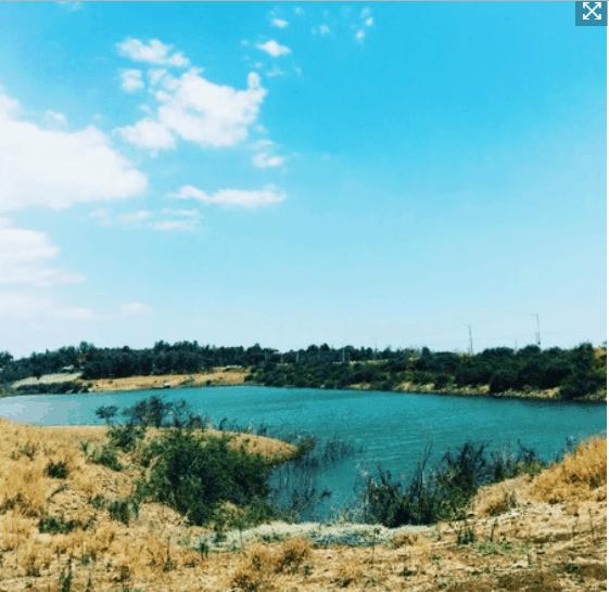 Khung cảnh sơn thủy hữu tình ở hồ Đá Xanh