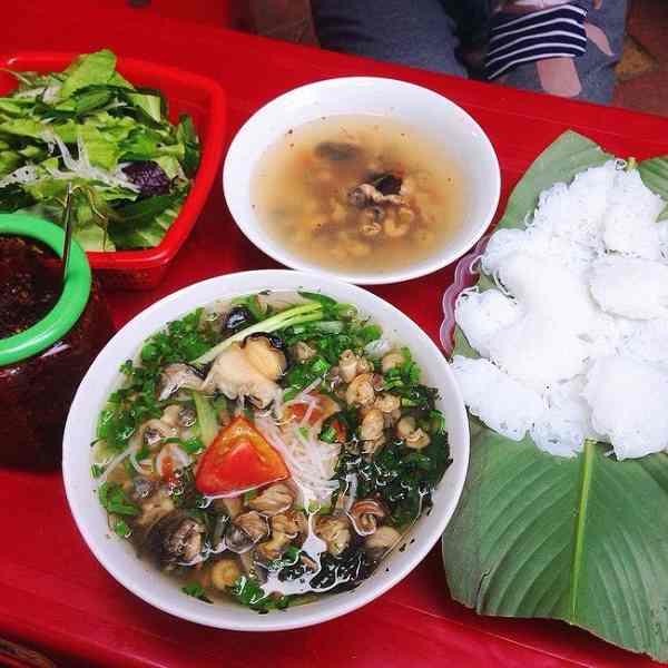 Bún ốc cô Huệ – 43 Nguyễn Siêu.