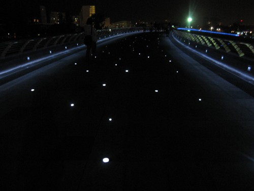Cầu Ánh Sao quận 7 được gắn đèn lấp lánh
