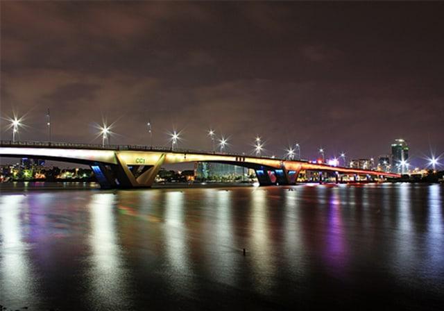 Cầu Thủ Thiêm Sài Gòn về đêm (Ảnh: ST)