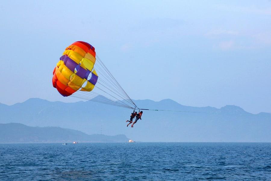 Chơi dù lượn trên biển Non Nước Đà Nẵng