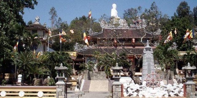 du lịch chùa long sơn nha trang