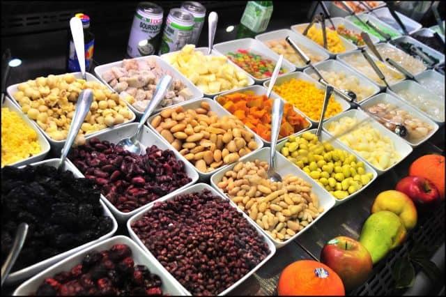 Có rất nhiều loại chè để bạn lựa chọn ăn vặt tpHCM(Ảnh: ST)