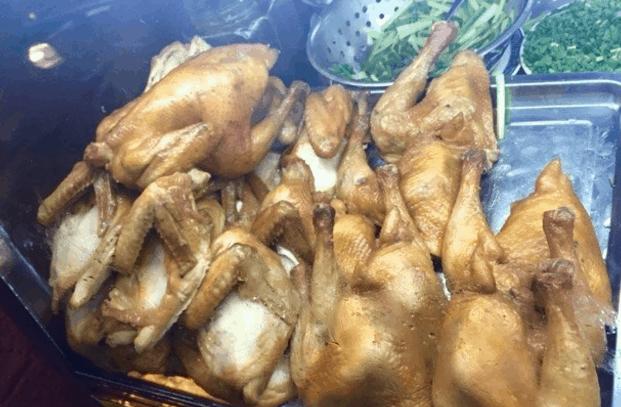 Những con gà được chiên giòn