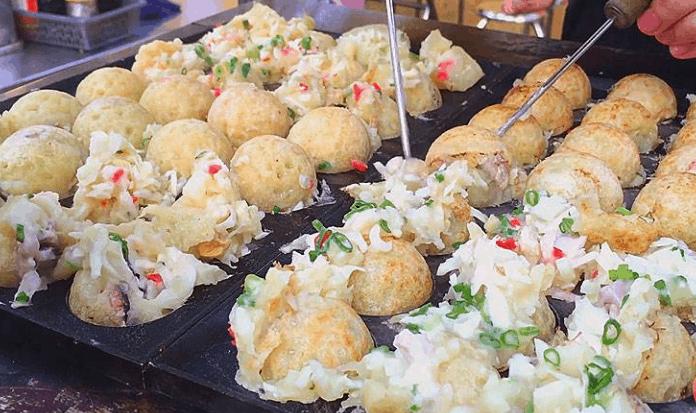 Khu ăn vặt Hùng Vương có nhiều món đồ ăn tuyệt ngon ở Sài Gòn (Ảnh ST)