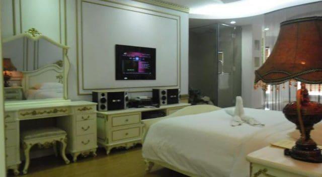 Khách sạn gần hồ Trại Tiểu: White Palace Hotel