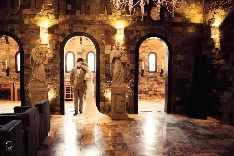 """Khung cảnh lãng mạn chụp ảnh cưới tại phim trường quận 9 đến """"ngất ngây"""" (Ảnh: ST)"""