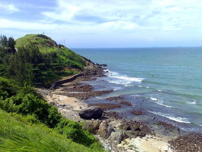 Nước biển trong vắt ở mũi Nghinh Phong bãi Sau Vũng Tàu (ảnh sưu tầm)