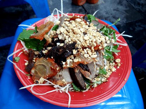 Nộm bò khô phố Hồ Hoàn Kiếm.