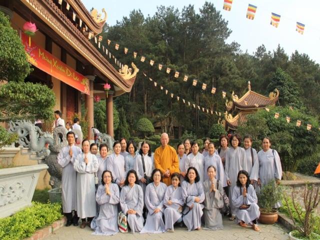 Phật tử tham gia khóa tu ở Thiền viện Trúc Lâm Bạch Mã