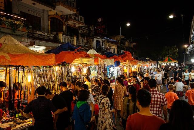 Những món đồ lưu niệm ở chợ đêm