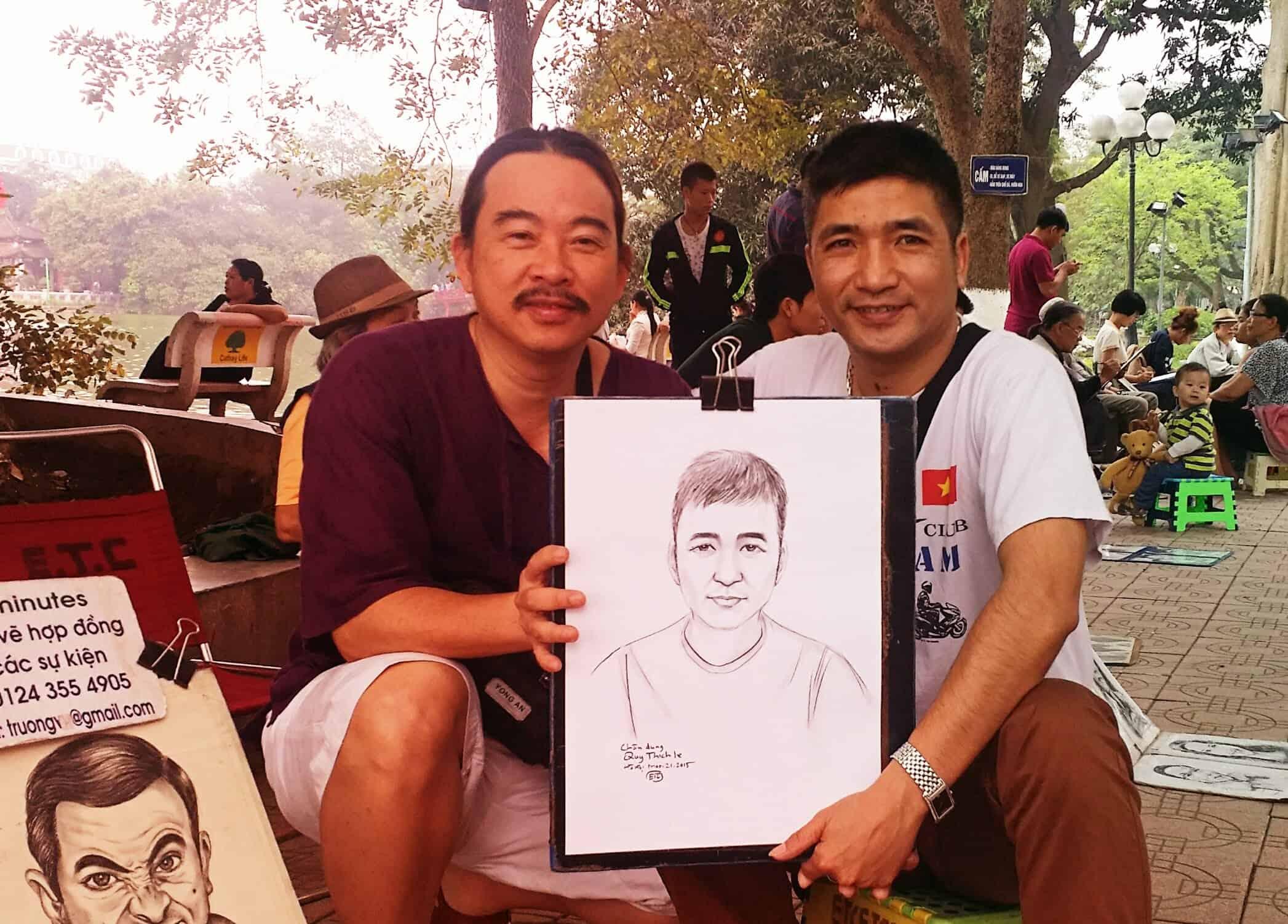 Vẽ chân dung tại phố đi bộ Hà Nội