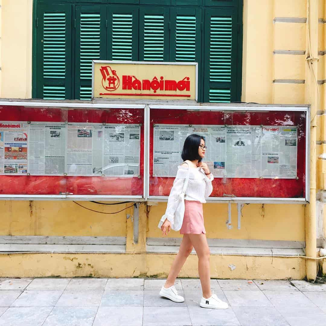 Chụp ảnh ở phố đi bộ Hà Nội
