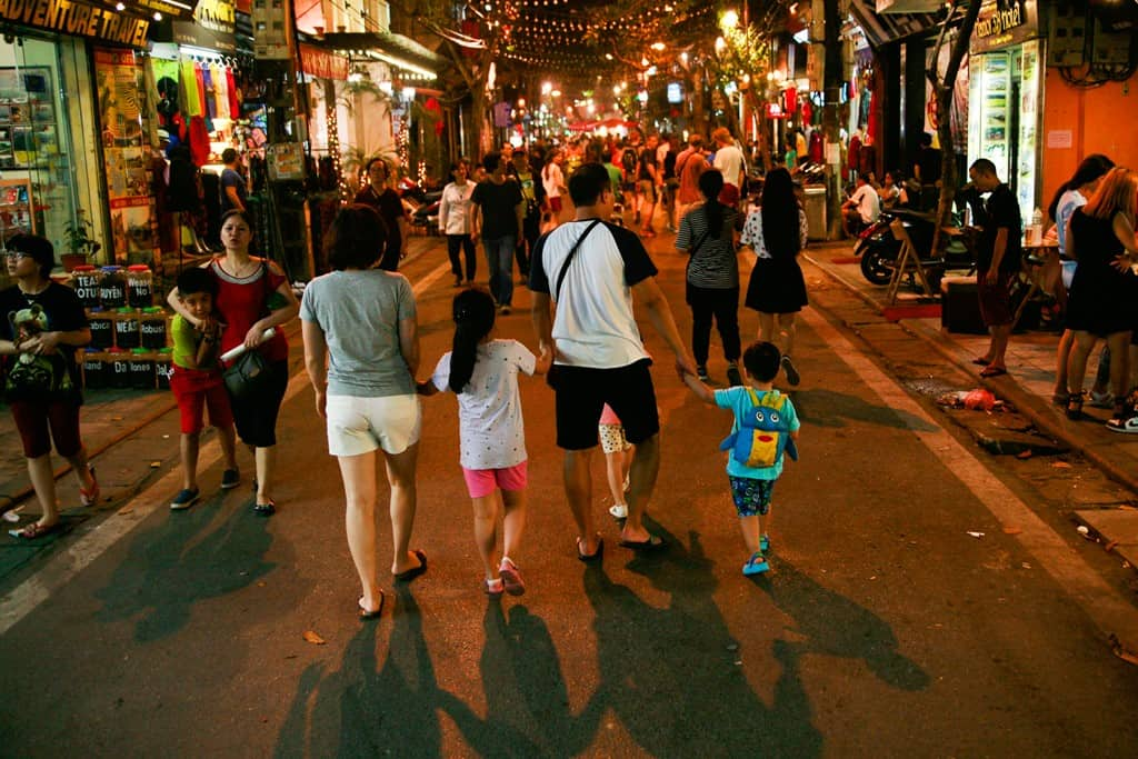 Mua sắm tại phố đi bộ Hà Nội