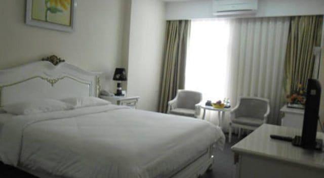Khách sạn gần hồ Trại Tiểu: White Palace Hotel 01