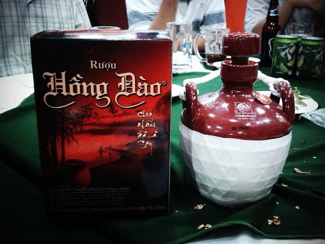 Rượu Hồng Đào đặc sản làm quà của Hội An