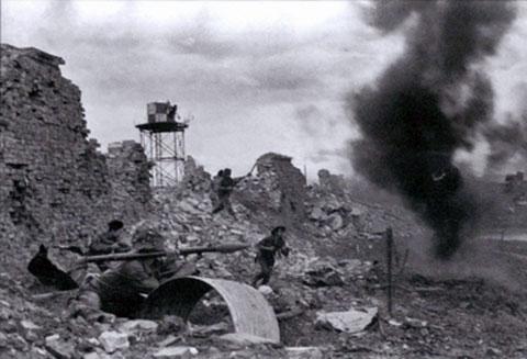 Thành cổ Quảng Trị đổ nát trong những ngày mưa bom bão đạn