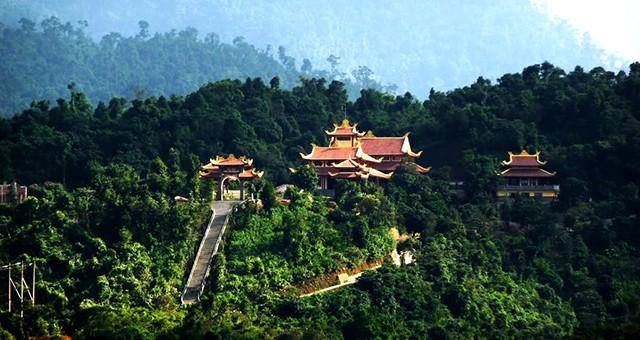 Khung cảnh Thiền viện Trúc Lâm Bạch Mã