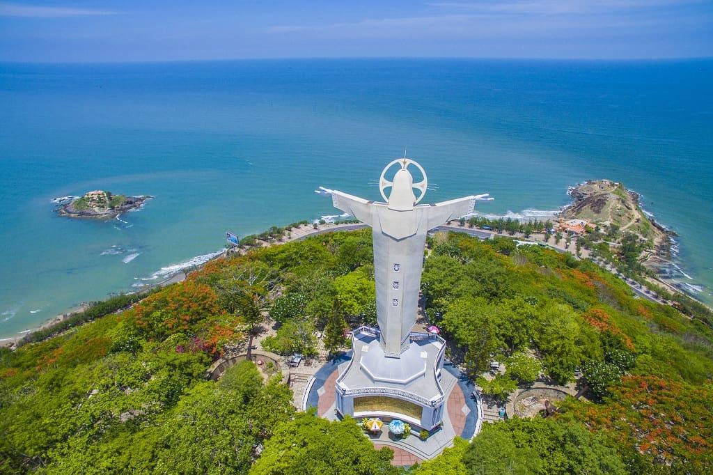 Tượng Chúa Kitô trên đỉnh Núi Tao Phùng