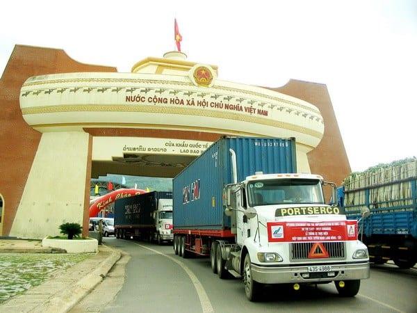 Cửa khẩu Lao Bảo nút kinh tế quan trọng