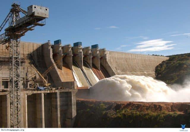 Cận cảnh nhà máy thủy điện Ialy đang xả lũ. (Ảnh ST)