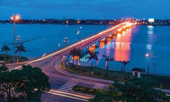 Cầu Nhật Lê ngắm nhìn biển Bảo Ninh