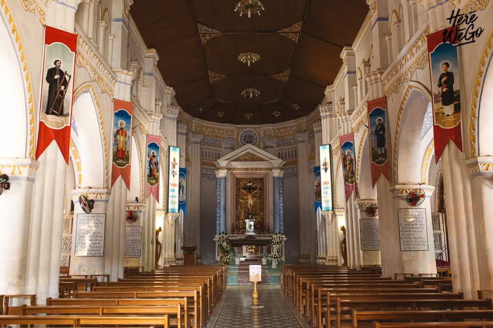 Khung cảnh bên trong nhà thờ Mằng Lăng (Ảnh: ST)