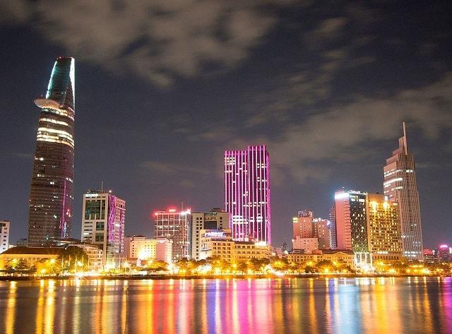 Sài Gòn về đêm đẹp lung linh, huyền bí