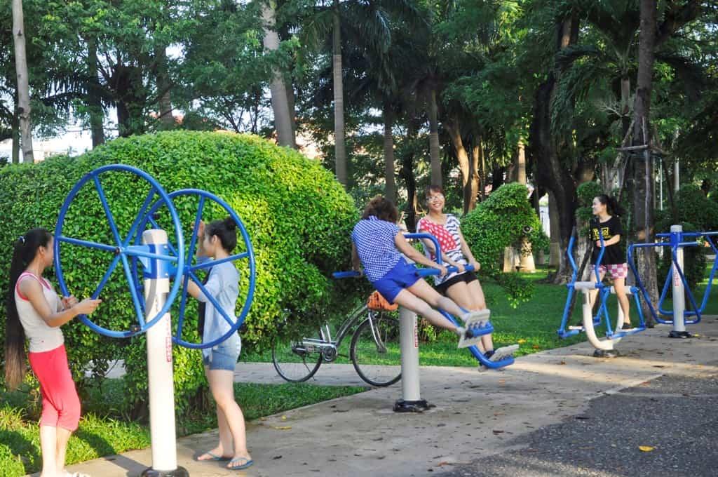 Tập thể dục ở công viên