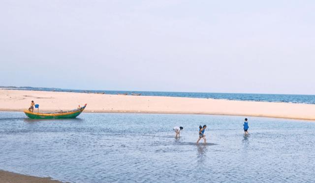 Biển Suối Ồ là bãi biển vừa có nước mặn vừa có nước ngọt hiếm hoi ở nước ta