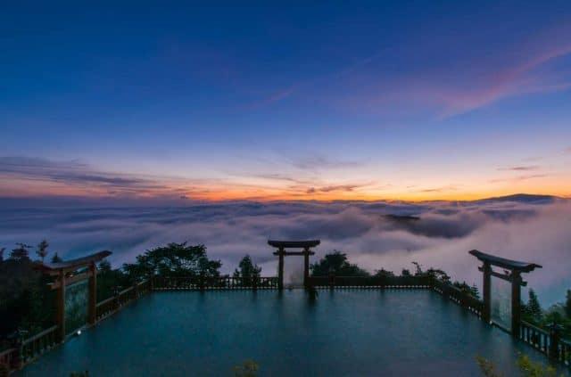 Sương mờ huyền ảo tại Chùa Linh Quy Pháp Ấn
