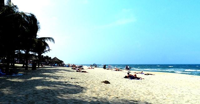 Dải cát trắng trải dài miên man (Ảnh: ST)