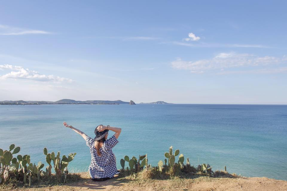 Đứng trước trời mây và biển cả thấy lòng nhẹ nhàng và bình yên đến lạ! (Ảnh: ST)
