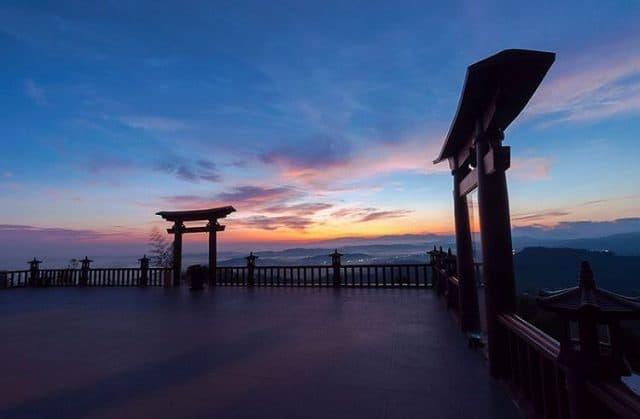 Cánh cổng Thần Đạo tại chùa Linh Quy Pháp Ấn