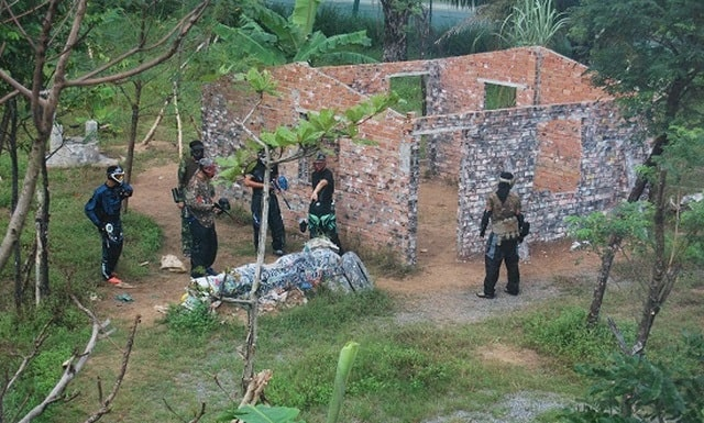 Trận địa bắn súng sơn tại khu du lịch The BCR