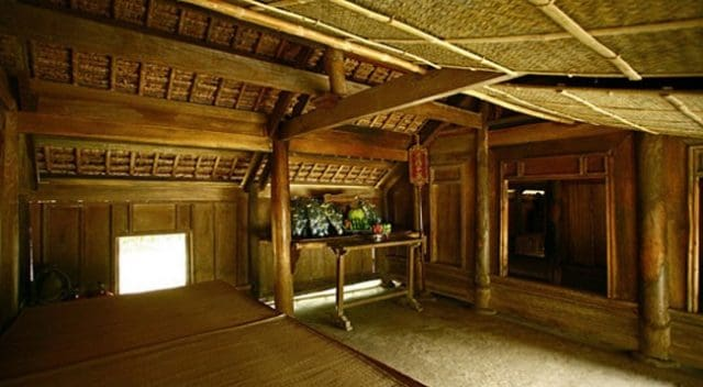 Gian nhà Bác dùng để tiếp khách tại Làng Sen