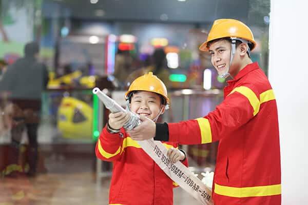 Đến VinKE các bé sẽ có cơ hội được hóa thân trở thành lính cứu hỏa