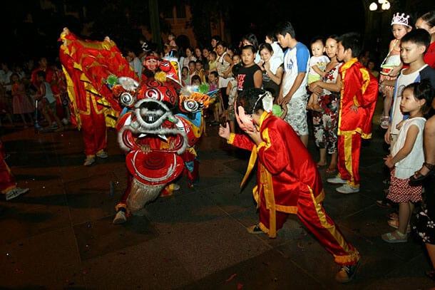 Hoạt động múa lân ở Hoàng thành Thăng Long