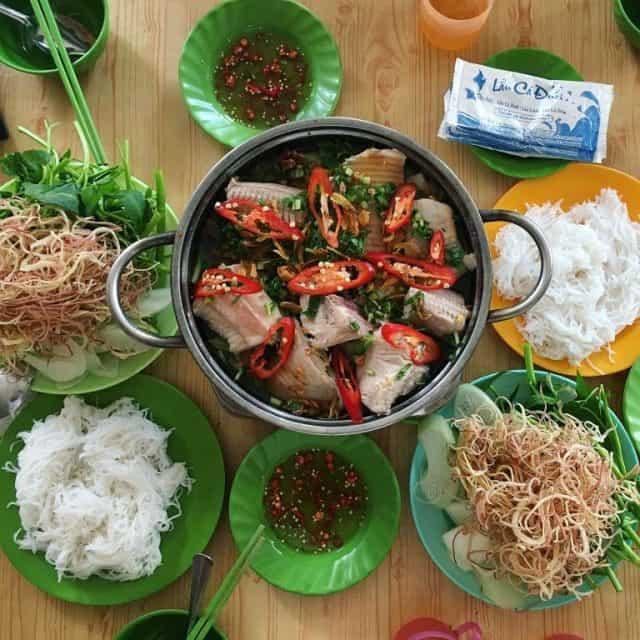 Thưởng thức món lẩu cá đuối Trương Công Định