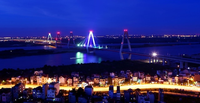 cầu Nhật Tân khi đêm xuống