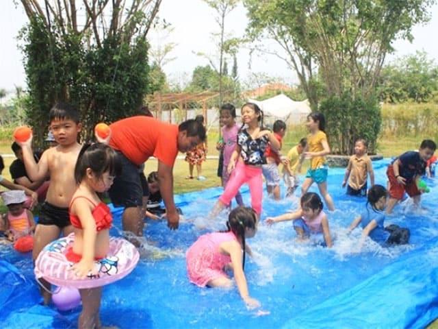 Khu vui chơi dưới nước của trẻ tại nông trại cho bé này