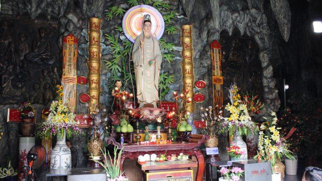 Thờ Phật Quan Thế Âm Bồ Tát