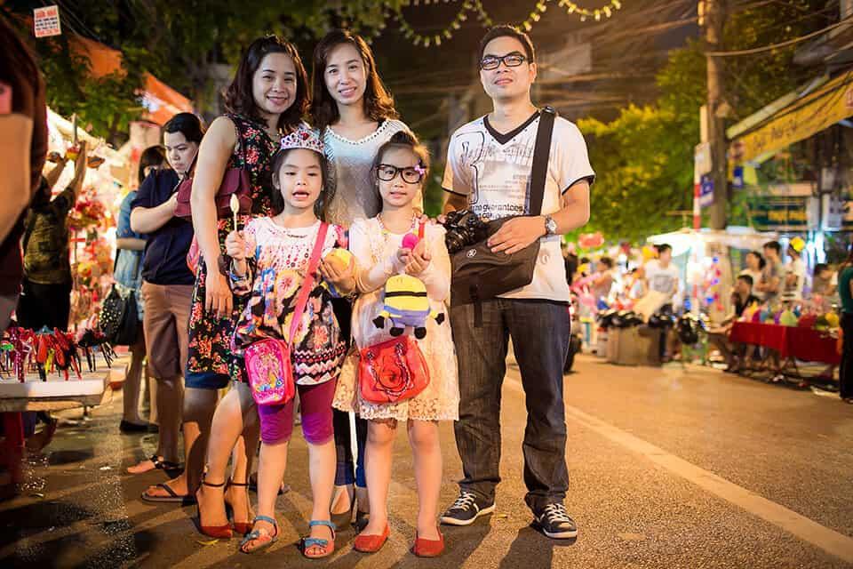 Phố Hàng Mã chính là địa điểm vui chơi trung thu lý tưởng dành cho bé và gia đình