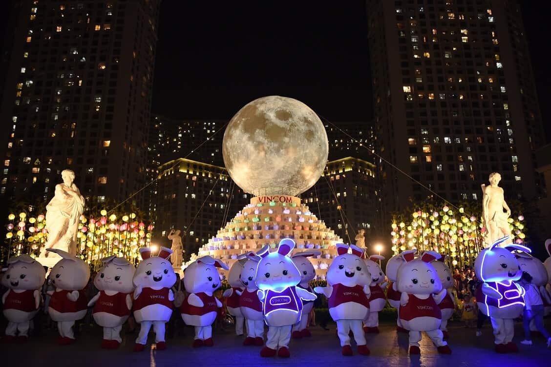 """Chương trình """"Vạn thỏ ngắm siêu trăng"""" tại Royal City"""