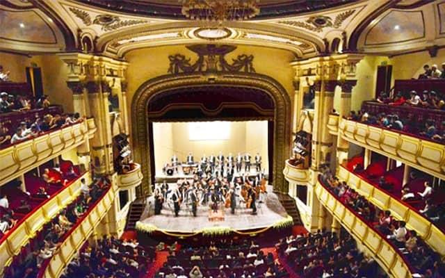 Một buổi biểu diễn hòa nhạc tại nhà hát lớn