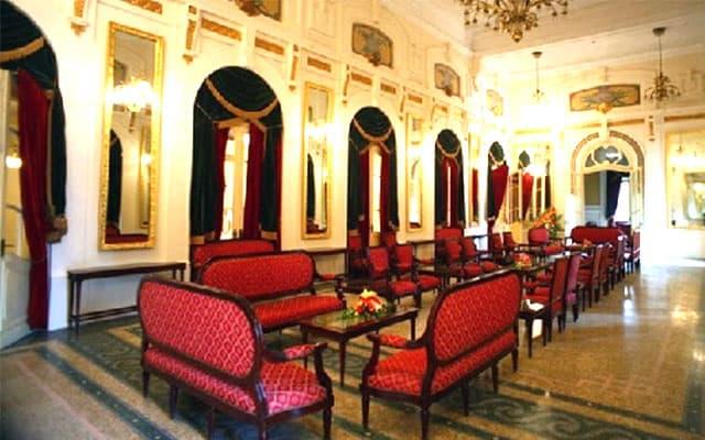 Không gian phòng gương lộng lẫy bên trong nhà hát lớn