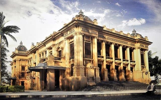Nhà hát lớn Hà Nội ngày xưa cổ kính mang màu thời gian