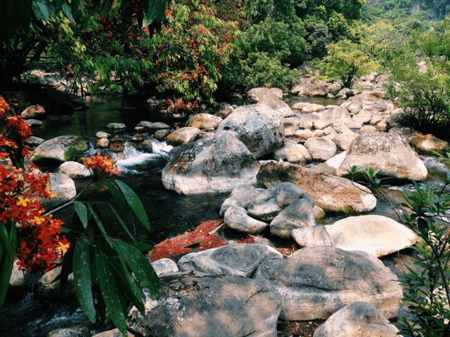 Suối Nước Moọc Quảng Bình 03