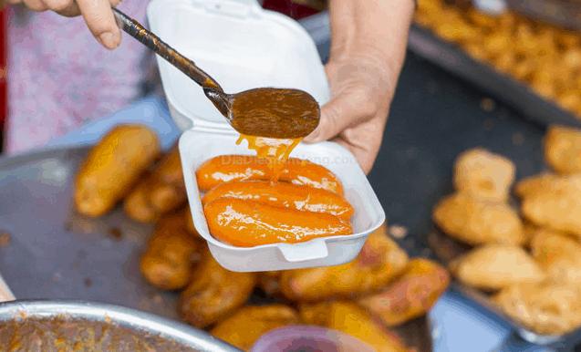 Món ăn vặt ngon trong chợ 200 Xóm Chiếu (Ảnh ST)