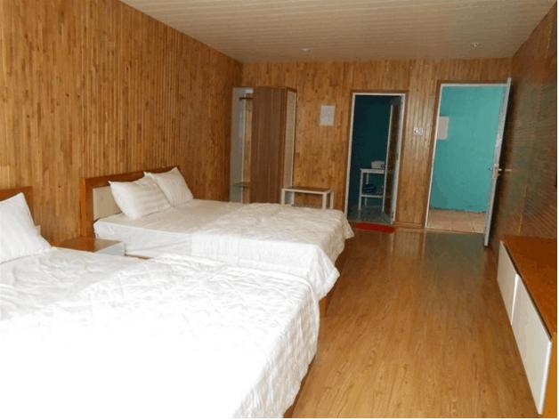 Phòng nghỉ được đóng gỗ bao quanh rất sang và hiện đại